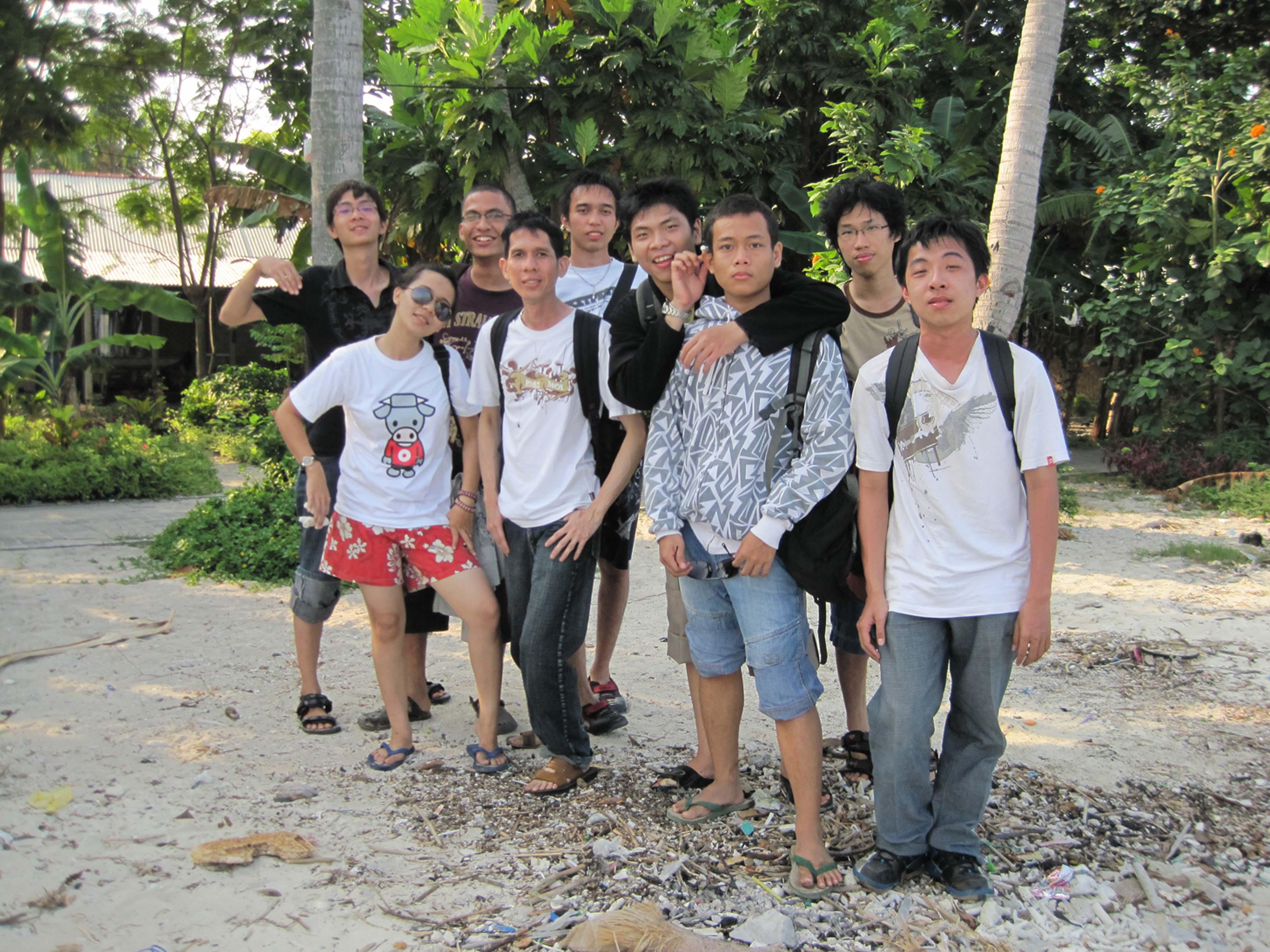 Di Pulau Peramuka.   Dari Ki-Ka (Randie, Irene, David, Ivan Leo, Chris, August, Putra, Stevanus, Ivan).